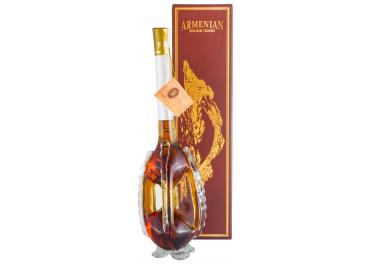 armenian_figurinis_butelis_su_dezute_1568894274-925b580be99c2aafc46188e477a72a77.jpg